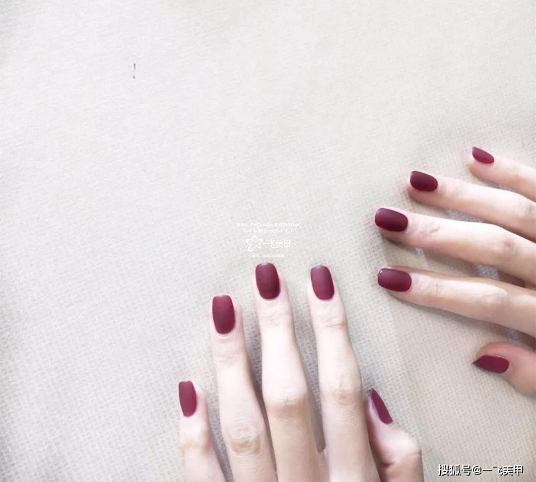 显白又美艳,葡萄酒红美甲谁都抵挡不了!